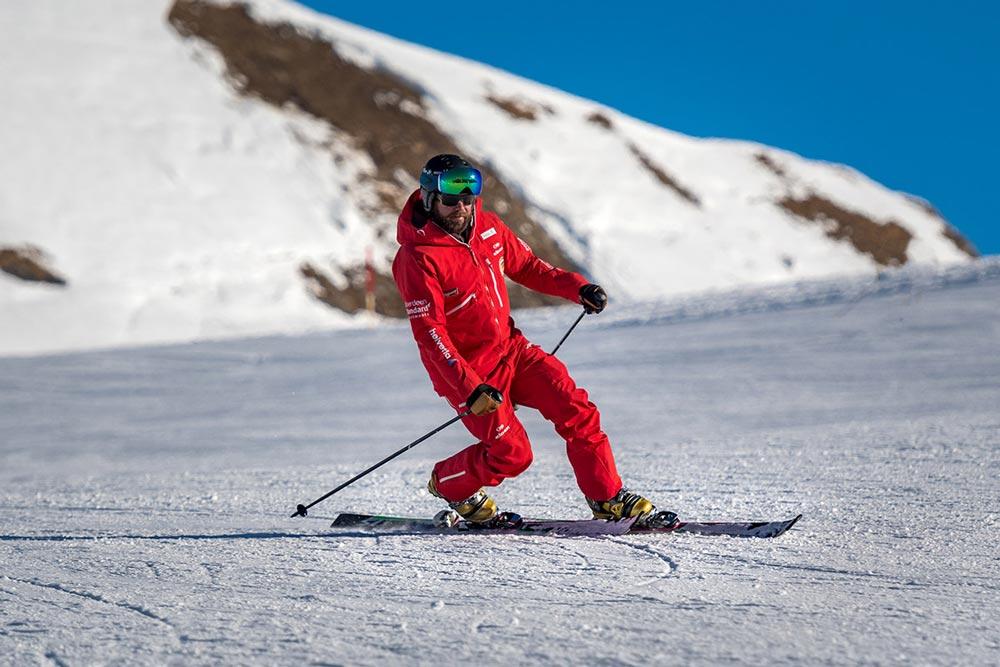 テレマークスキー滑り方の写真